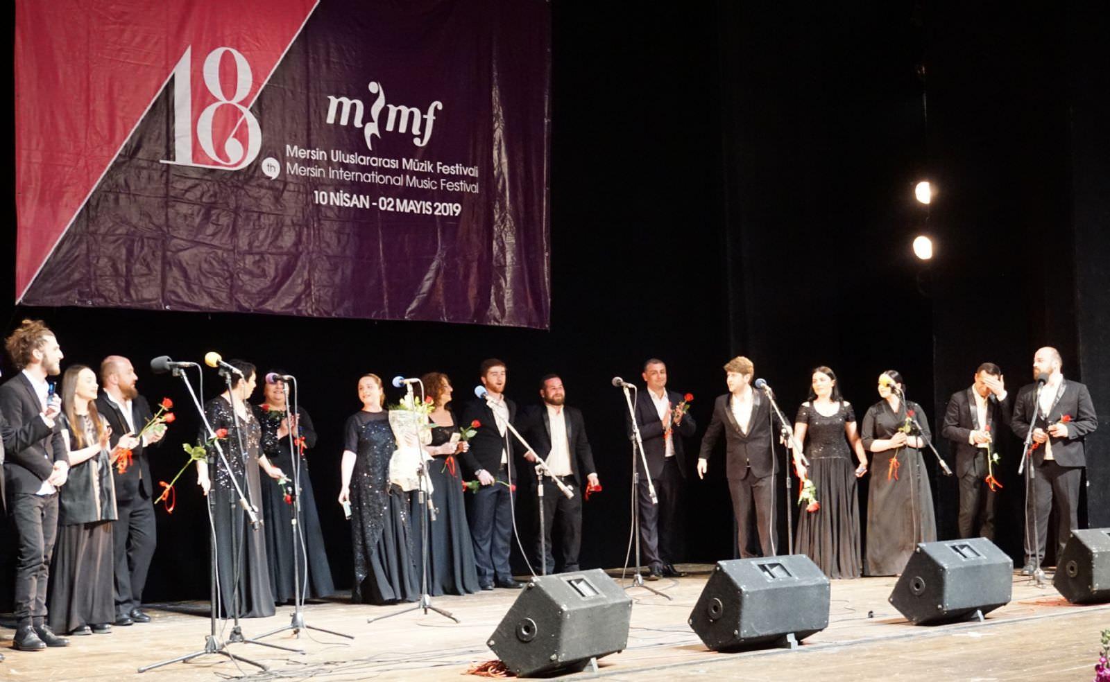Gürcistan'ın usta koro sanatçıları Mersin'de ses verdi