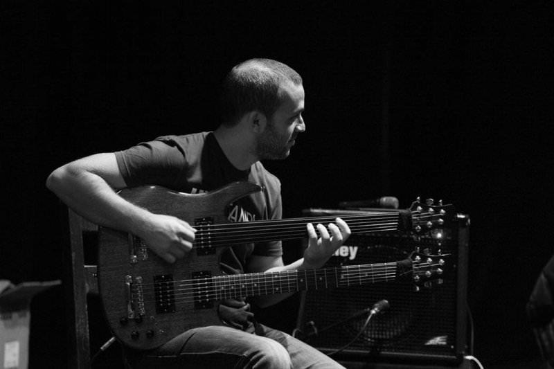 Perdesiz Gitarın Üstadı Cenk Erdoğan Trio ile Caz Keyfi