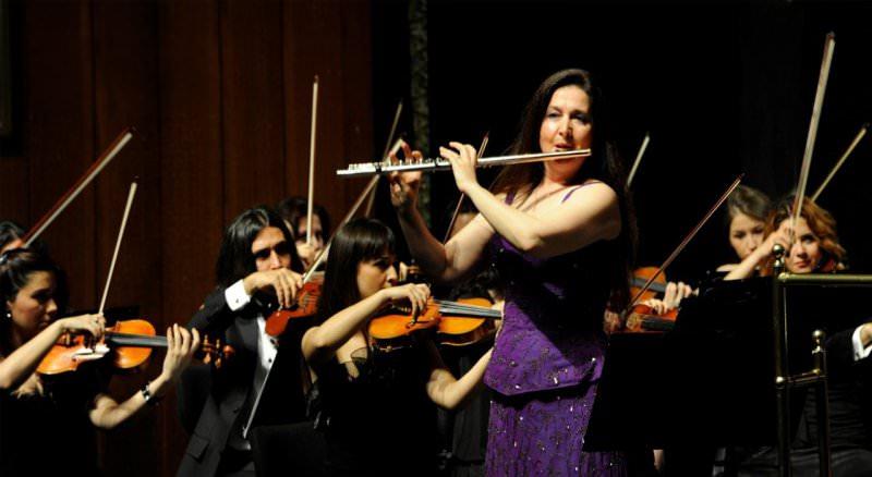 Şefika KUTLUER ve Eskişehir'in Genç Orkestrası Mersin'i Büyüledi