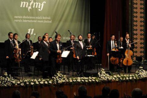 11. Mersin Uluslararası Müzik Festivali Artemisia Oda Orkestrası'nın Muhteşem Performansıyla Açıldı