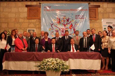 9. mersin uluslararası müzik festivali basın toplantısı 06 mayıs 2010 perşembe günü gerçekleştirildi