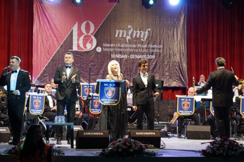 Deniz Kuvvetleri Komutanlığı Orkestrası Mersin'in kalbini çaldı