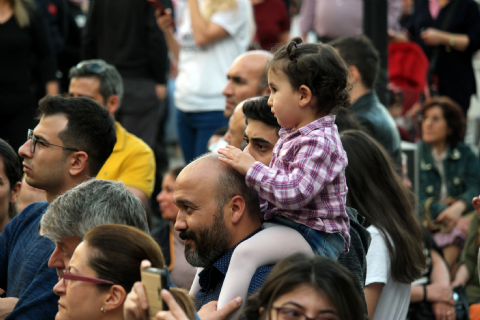 """""""Dolapdere Big Gang"""", festival coşkusunu sokaklara taşıdı"""