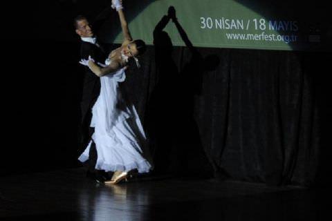 Dünya Salon Dans Şampiyonları Kostümleri ve Danslarıyla Büyüledi