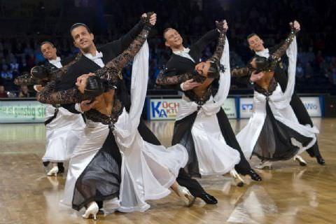 Mersin'i Bu Kez Güneş Değil Dansçılar Kavuracak
